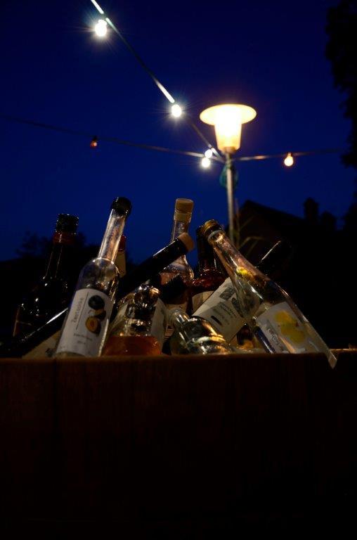 6 Wein und Schnapsbar