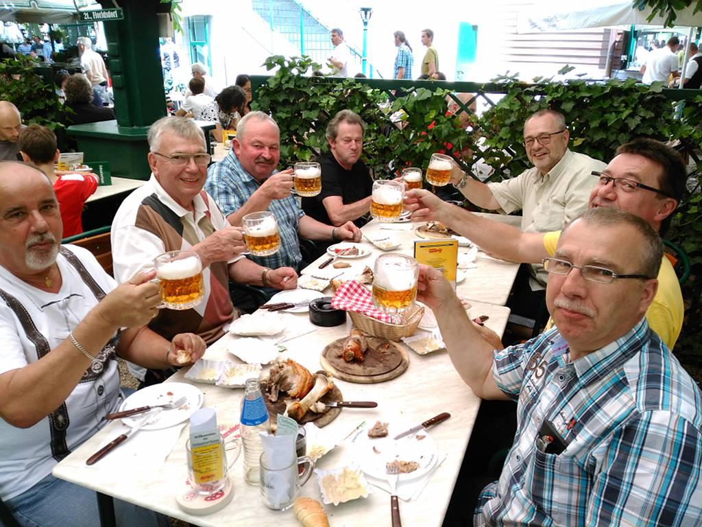 Herrenpartie auf Exkursion im Schweizerhaus