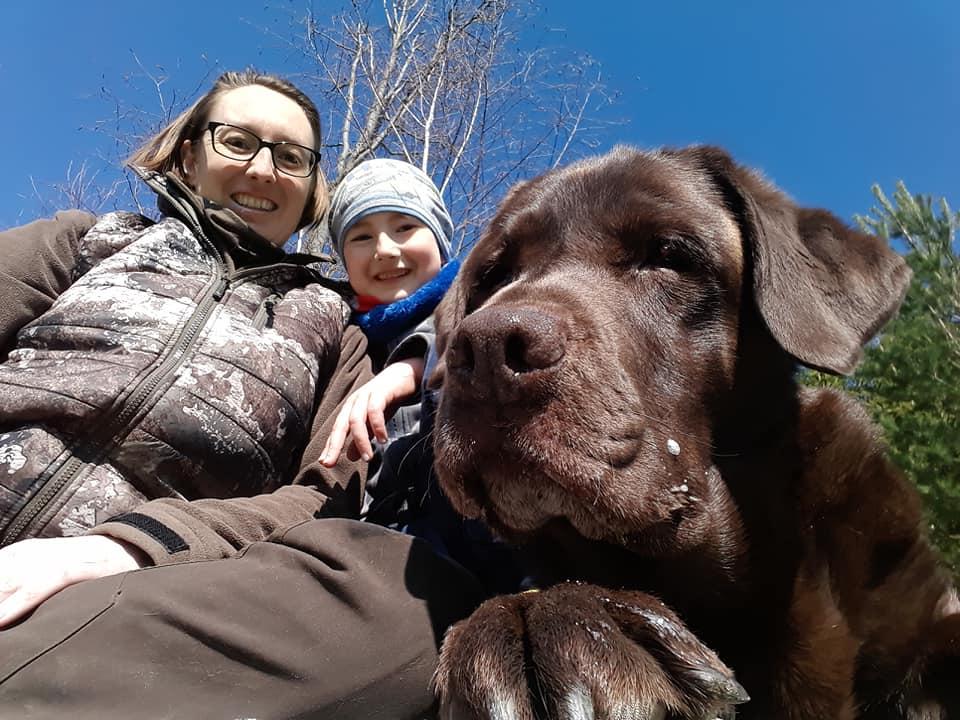 Sabine Temper erobert  mit Kind und Hund den Burgstall