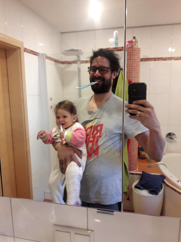 Marie und Christoph Vogl bei der Morgentoilette