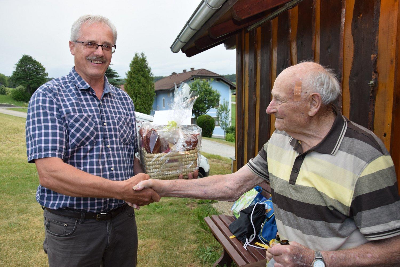 Rudi Jahn: Sonnwendfeuer mit 90. Geburtstag Artner Norbert 15.06.2019 Josefsdorf