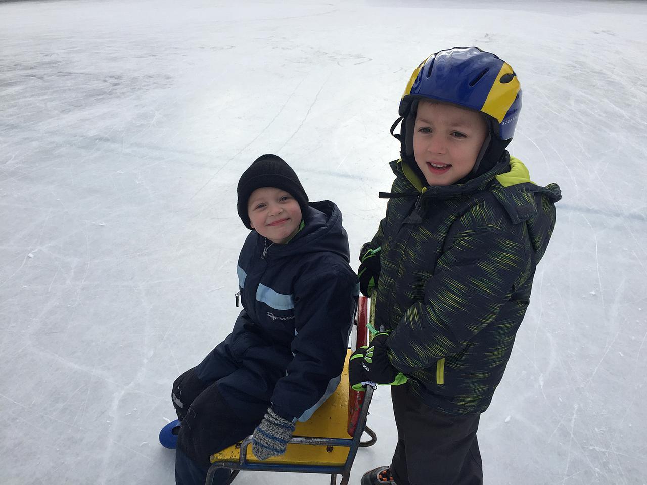 Volksschule Etzen auf dem Eis 2017